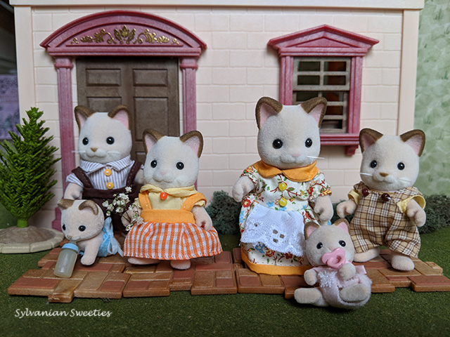 Calico Critters Buttercup Cat Family