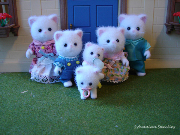 Calico Critters Persis Persian Cat Family