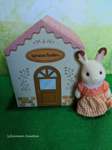 UK Peppermint Rabbit Sister was a UK Club Renewal Figure for 2013. She is like the JP Club figure!