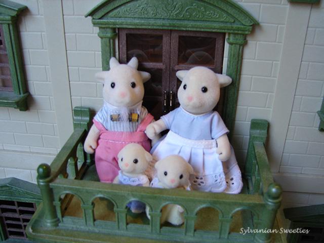 UK Tomy Nettlefield Goat Family