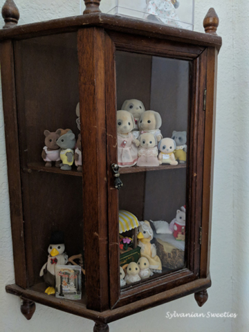 Vintage Wooden Cabinet with Urban Life Figures and Special JP items